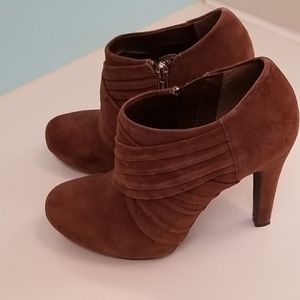 "4"" ankle boots with zipper excellent condition"